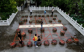Triangular Chinese Chess and the Oil Market